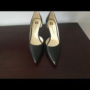 Shoes - ☕️☕️Simple Black Heels☕️☕️